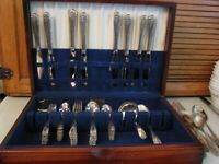 Vintage 1847 Rogers Bros IS Daffodil 56 Piece Silverware Set w Chest Box
