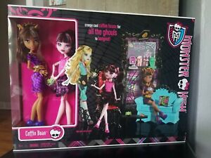 Monster High Doll Playset Coffin Bean with Draculaura and Clawdeen Wolf NRFB