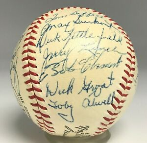 1955 Pirates Team 25x Signed Baseball ROBERTO CLEMENTE ROOKIE YEAR PSA/DNA 8 LOA
