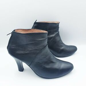 Bebe Size 38/7 Black Leather Low Cut Ankle Heeled Boots Back Zip Closure