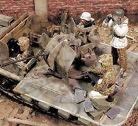 1/35 Resin German Antiaircraft Gun Team 4 Soldiers Winter Unpainted Unassembled