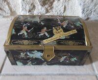 Ancienne boite métal biscuits Delacre assortiment vintage France asiatique 70s