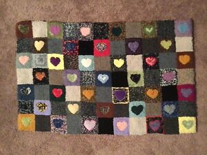 Charming Wool Hooked Hearts Rug Primitive Style