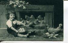 Fröhliche Ostern Mädchen im Hühnerstall Küken Eier Voro Gravure Serie 1910