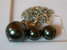 PENDENTIF + BO PERLES NOIRES 14 mm et 10mm. SOUTH SEA SHELL PEARLS