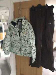 Ladies ski jacket and salopettes nearly new size medium