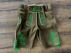 X27# Schöne kurze Lederhose sämisch gegerbtes Hirschleder Grüne Stickerei 50