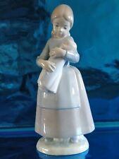 Nao by Lladro figurine statuette porcelaine fille femme bébé Candid José Roig