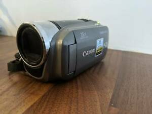 Canon LEGERIA HF R205 HD Video Camera