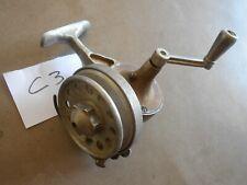 C3. Ancien rare moulinet de pêche au lancer en aluminium à réviser et identifier