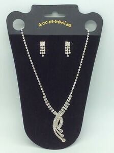 Elegant Diamante Style Necklace and Earrings Set 3