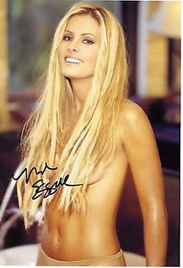 Nicole Eggert Signed 8x10 Photo - Charles in Charge / BAYWATCH BABE - SEXY! H345