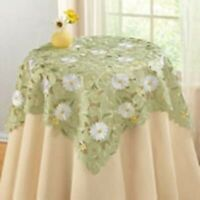 SAGE GREEN TABLE TOPPER SQUARE FEATURING WHITE DAISIES