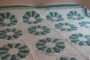 Vintage Cotton Quilt 68x72 Dresden Plate