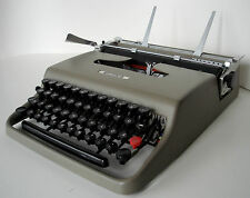 Old 1950s Olivetti Lettera 22, olive Typewriter, small Elite font, Classic WORKS