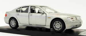Solido 1/43 Scale Diecast Model Car 43303 - 2005 BMW Series 7 - Silver