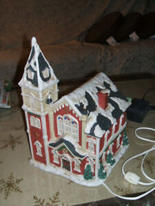 CHRISTMAS CHURCHES Mervyns Village Square Lighted Church 1998. BeautifulONLY $25