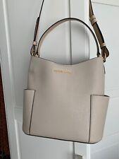 Michael Kors Bedford Bucket Bag