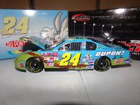 1/24 JEFF GORDON #24 DUPONT / LOONEY TUNES REMATCH CWB 2002  ACTION NASCAR