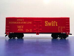 "HO Scale ""Swift Refrigerator Lines"" 40' Reefer Box Car / SRLX 6714 4/4"