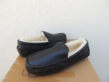 UGG ASCOT BLACK LEATHER/ SHEEPSKIN SLIPPERS, MENS US 10/ EUR 43 ~FITS SMALL ~NEW