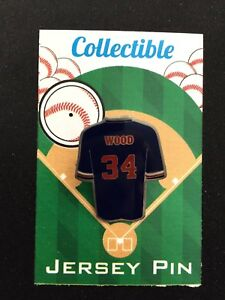Chicago Cubs Kerry Wood jersey lapel pin-Classic Windy City team Collectible