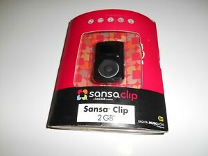 SanDisk Sansa Clip Black 2GB Digital Media MP3 Player SDMX11R-002GK-A57B ) NEW