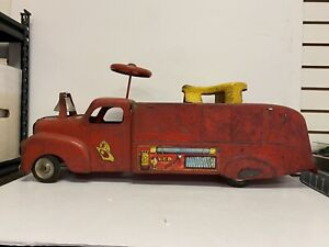 Vintage  Marx VFD Sit N' Ride Ride-On Fire Truck #6 Steel Toy Lithograph Logo