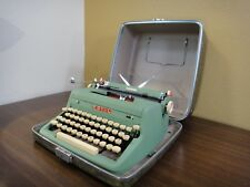 Vintage Green Royal Quiet DeLuxe Manual Typewriter De Luxe *EXCELLENT with Case