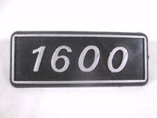 """67940 TARGHETTA LOGO FREGIO SCRITTA """"1600"""" PARAFANGO POSTERIORE FIAT 131 1.6 B R"""