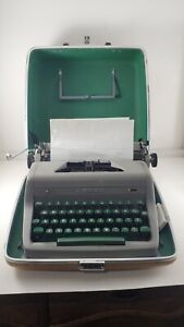Vintage 1940's Royal Quiet De Luxe Typewriter Nice Works With Case