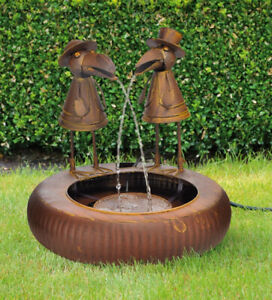 Metallbrunnen mit zwei Raben 46 cm und Pumpe Gartenbrunnen Wasserspiel 57200