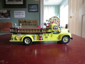 First Gear Port Authority Police of NY/NJ Mack B-61 Fire Truck 1:34 Scale