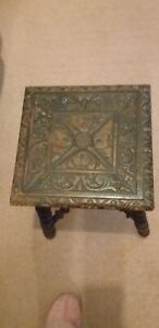 ANTIQUE OAK CARVED SIDE TABLE WITH BARLEY TWIST LEGS