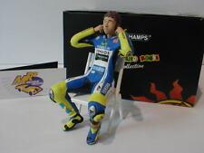 MINICHAMPS 312140046-Valentino Rossi motorgp 2014 Checking the Ear Plugs 1:12