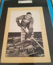 ⛸ BEEHIVE HOCKEY 🏒PHOTO CARD 1945-1965 NICK METZ MAPLE LEAFS GROUP 1 GRADED SGC