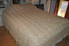 Ancien grand couvre-lit fait main au crochet