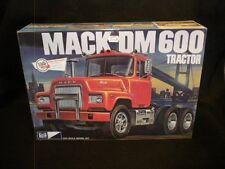 MPC Mack DM 600 Tractor 1/25 Kit