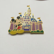 Disney DL Mystery Pin 18 Mickey Mouse and Castle Pin