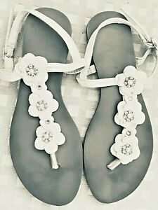 ATMOSPHERE CREAM JEWELLED TOEPOST SANDALS IN GOOD CLEAN CONDITION - SIZE 5