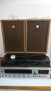 Vintage Sanyo G2422 Stereo System Turntable & Matching Speakers With Power Cord