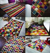 Tapis multicolores avec des motifs Géométrique pour le salon