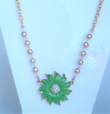 Green flower enamel effect and glass pearl necklace in gold tone 45-49cm