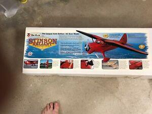 Top Flite Bell Stinson SR-9 Model Airplane RC Kit