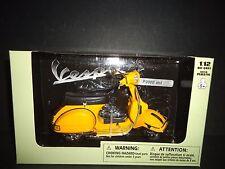 NewRay Vespa P200E Yellow 1/12