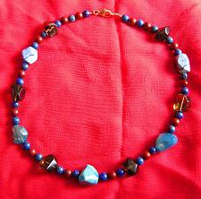 Collier aus Blauer Achat, Rauchquarz, Lapislazuli und Jaspis mit Silberschloß