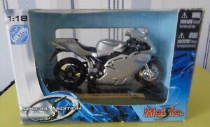 Maisto Moto Kawasak MV Agusta F4S 1+1      1/18 eme réf 449