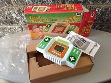 1998# TIGER ELECTRONICS handheld table top head to head TENNIS PARLANTE