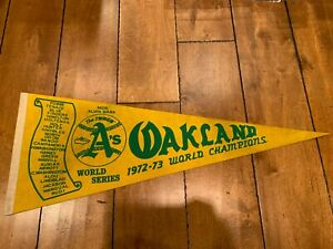 """THE SWINGIN' OAKLAND A's 1972-73 WORLD CHAMPIONS VINTAGE PENNANT FULL SIZE 30"""""""
