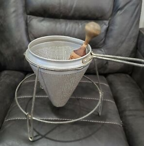 VTG MIRRO ALUMINUM CONE SIEVE, STRAINER, MASHER, WITH WOOD PESTLE AND STAND